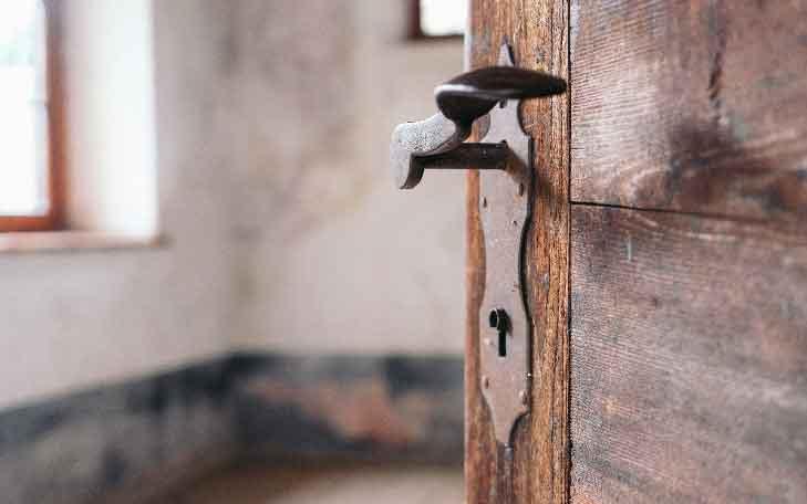 تعمیر قفل درب چوبی