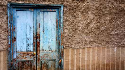 تعویض درب چوبی