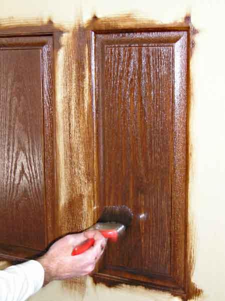 رنگ آمیزی درب چوبی