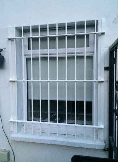 قانون نصب حفاظ پنجره طبقه اول