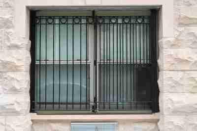 حفاظ پنجره از داخل